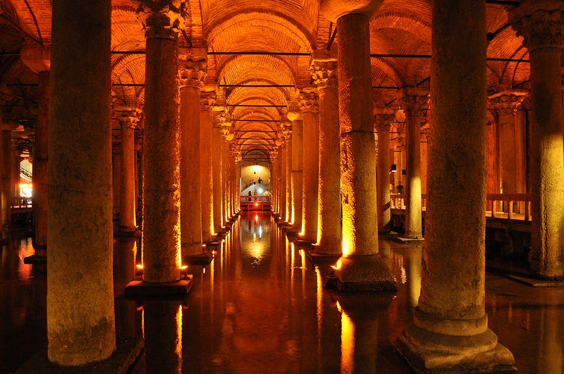 Palacio sumergido o cisterna bas lica estambul horario for Lo espejo 0847 la cisterna
