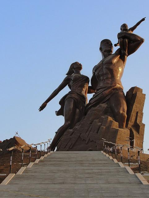 monumento al renacimiento africano 1
