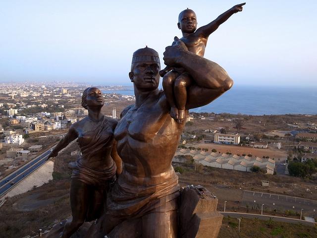 monumento al renacimiento africano 3