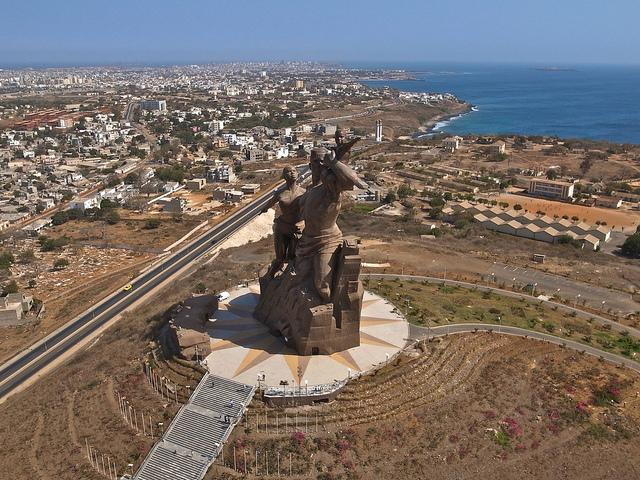 monumento al renacimiento africano 4