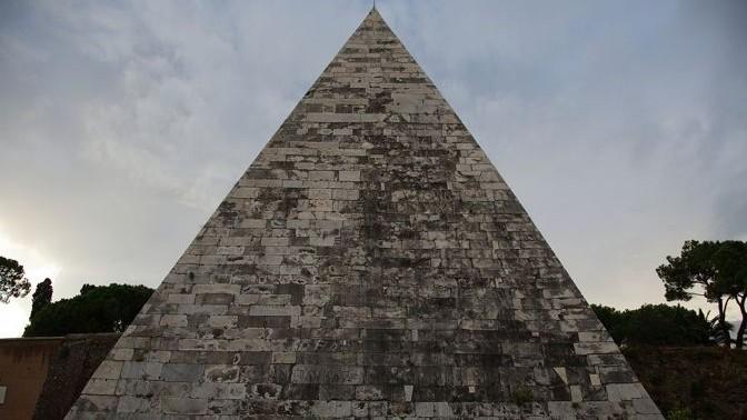 Pirámide de Cayo Cestio - Roma