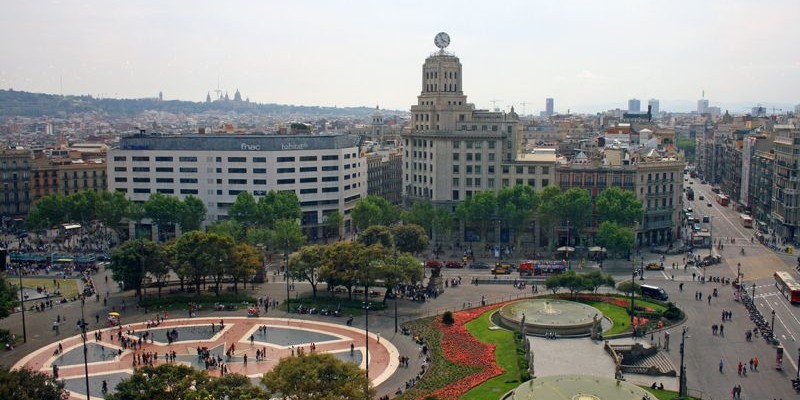 Plaza de catalu a en barcelona qu ver historia c mo for Como llegar de barcelona a paris