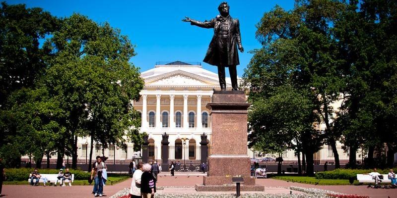 Plaza de las Artes, San Petersburgo