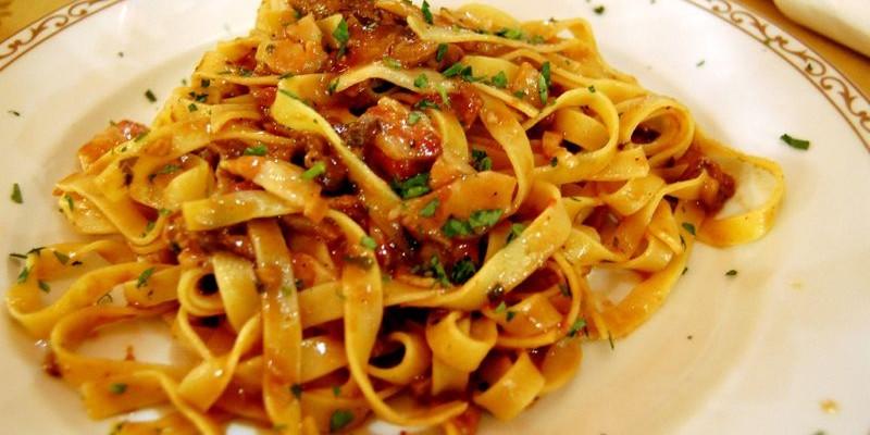 Probar la pasta casera en un restaurante de barrio en Florencia