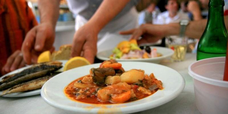 Qu comer en atenas aperitivos carnes dulces pescados for Aperitivos tipicos de francia
