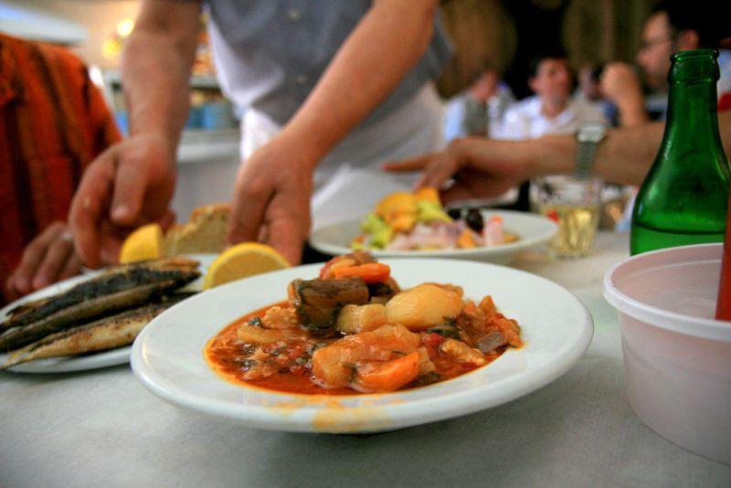 Qu comer en atenas aperitivos carnes dulces pescados for Entrantes tipicos franceses
